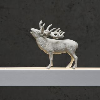 Hirsch in weiß